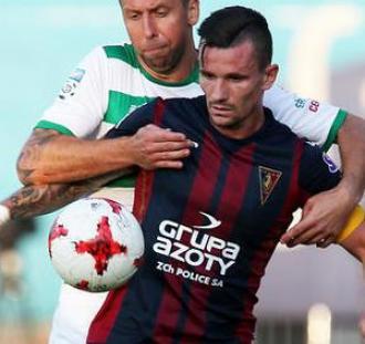 Kibice Pogoni wspierają kapitana drużyny piłkarskiej